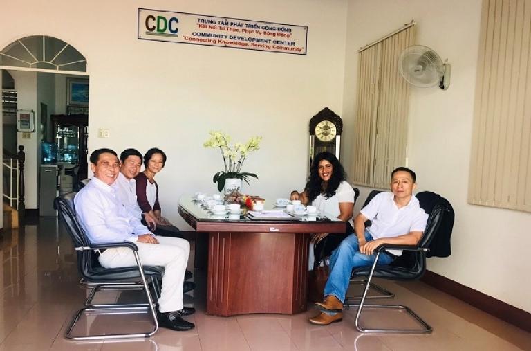 Đại diện Nhà kinh doanh cà phê toàn cầu (JDE) thăm và làm việc tại Trung Tâm Phát Triển Cộng Đồng